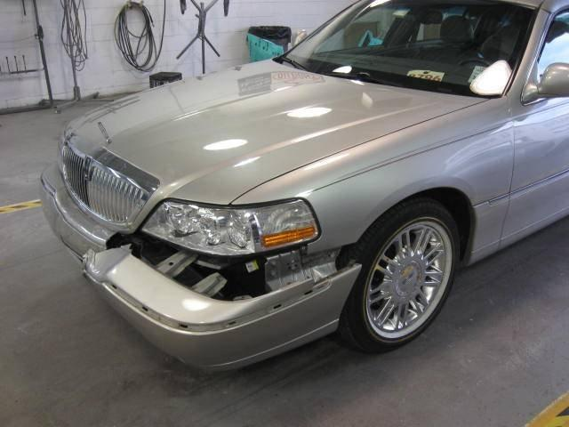Lincoln Town Car - Front end damage